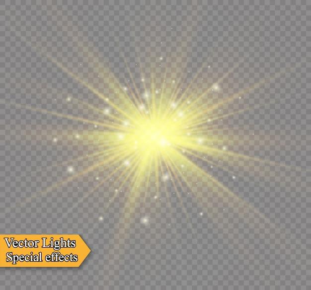 투명한 배경에 노란색 빛나는 빛이 폭발합니다. 반짝이는 마법의 먼지 입자. 밝은 별. 투명한 빛나는 태양, 밝은 플래시. 밝은 플래시를 중앙에 둡니다.