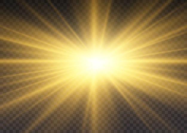 노란색 빛나는 조명 태양 광선. 광선 및 스포트 라이트와 함께 태양의 섬광. 별이 광채로 터졌습니다. 투명 배경에 고립 된 특수 조명 효과입니다.