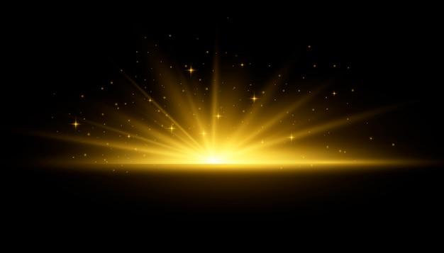노란색 빛나는 조명 태양 광선. 광선 및 스포트 라이트와 태양의 플래시입니다. 광채가있는 스타 버스트. 투명 배경에 고립 된 특수 조명 효과입니다.