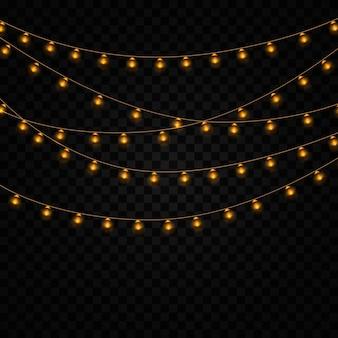 Желтые огни изолированные реалистичные элементы на прозрачном фоне. набор золотых светящихся гирлянд. огни для праздника дизайн поздравительных открыток. гирлянды, праздничные украшения. Premium векторы