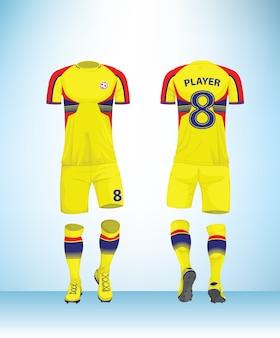 黄色の赤い青の色のサッカーのtシャツモックアップ