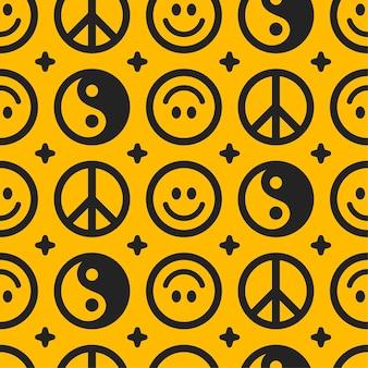 음과 양, 평화 히피 기호와 미소 얼굴 완벽 한 패턴입니다. 벡터 손으로 그린 낙서 만화 캐릭터 그림. 음과 양, 미소 얼굴, 히피 평화 기호 원활한 패턴 벽지 인쇄 개념