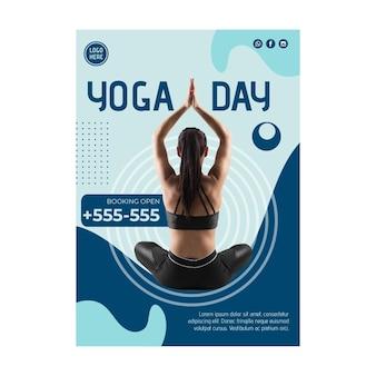 Modello di volantino di lezione di yoga con foto