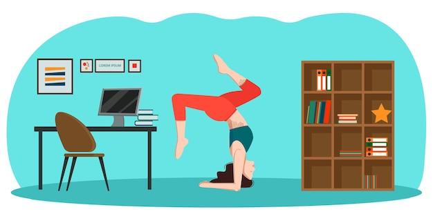 Йога в офисе, худенькая женщина стоит вверх ногами в асане в комнате