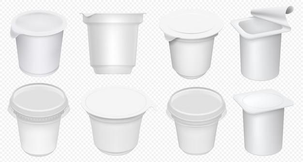 요거트 컵. 투명 한 배경에 고립 플라스틱 요구르트 냄비입니다. 빈 요구르트 용기와 크림 욕조 템플릿입니다. 우유 디저트 컵 세트. 고립 된 현실적인 유제품 패키지를 모의