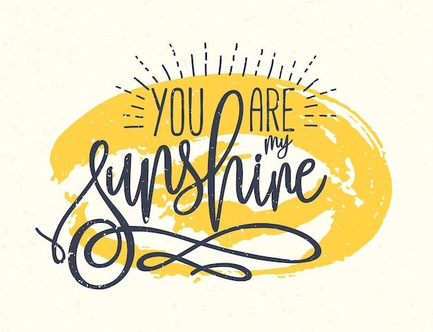 Признание или фраза, написанная красивым курсивом на фоне желтого круглого пятна краски, ты - мое солнце