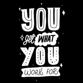 Вы получаете то, ради чего работаете. мотивационные цитаты. цитата рука надписи. для печати на футболках, сумках, канцелярских принадлежностях, открытках, плакатах, одежде, обоях и т. д.