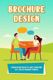 家で口論する若いカップル。ソファに座って、フラットなベクトル図を話している男性と女性