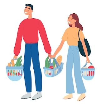 店で食料品を買う若いカップル。