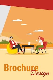 Молодая пара пьет кофе на берегу озера. пара мужчина и женщина, знакомства на открытом воздухе плоские векторные иллюстрации. романтическая встреча, романтика, концепция отпуска