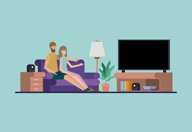 Молодая пара смотреть телевизор на гостиной