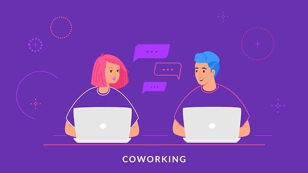 Молодая пара работает с ноутбуком на рабочем столе и смотрит друг на друга. плоская линия векторные иллюстрации электронного обучения, обучения студентов и онлайн-чата. люди, использующие ноутбук на фиолетовом фоне