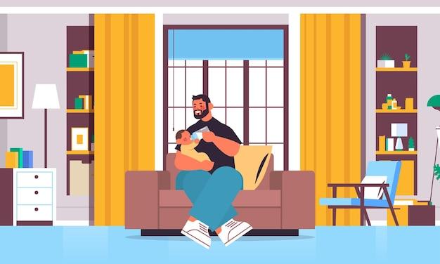 Молодой отец кормит маленького сына бутылкой молока отцовство концепция воспитания папа проводит время с ребенком дома интерьер гостиной полная длина горизонтальная векторная иллюстрация Premium векторы