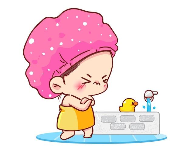 Молодая девушка в шоке, принимая душ с холодной водой в ванной комнате.