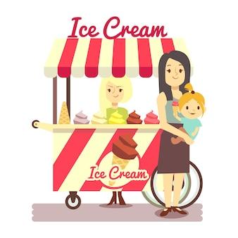 Молодая девушка продает мороженое и мать