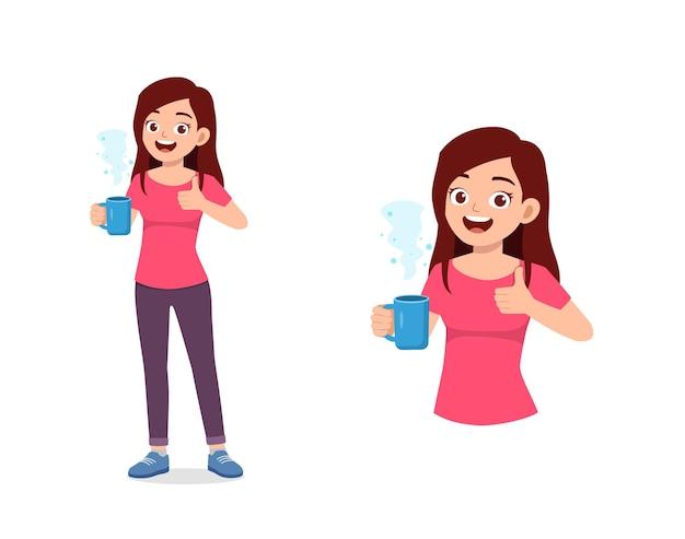 유리에 젊은 좋은 찾고 여자 음료 커피