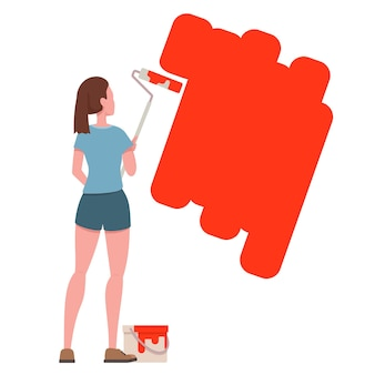 롤러 페인트와 젊은 행복 한 여자 그림 벽입니다.