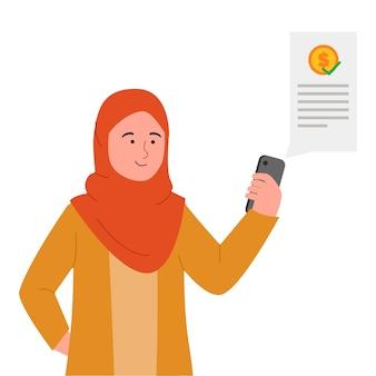Молодая женщина в хиджабе использует телефон для цифровых транзакций онлайн