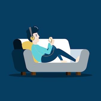 ソファでリラックスして自宅の電話で音楽を聴く若い男の文字。フラットなデザインイラスト。