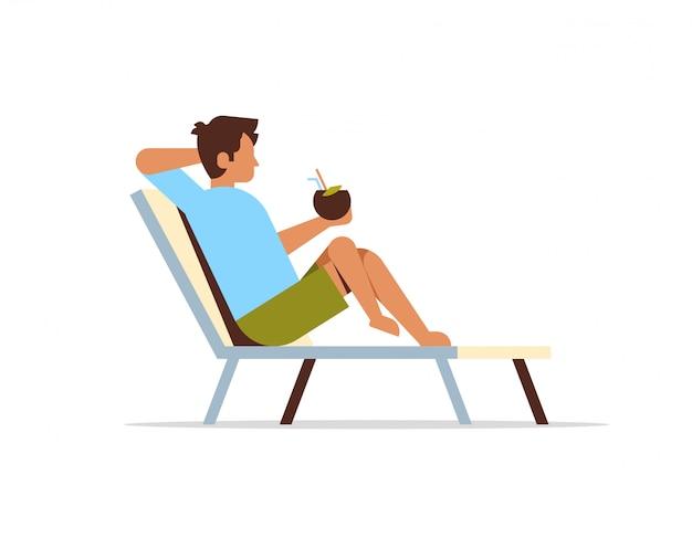 코코넛 칵테일 여름 휴가 c를 들고 태양 안락에 누워있는 젊은 남자