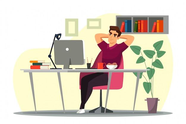 Молодой человек сидит в кресле у себя дома в офисе