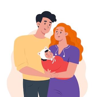 Молодые родители держат на руках маленького ребенка