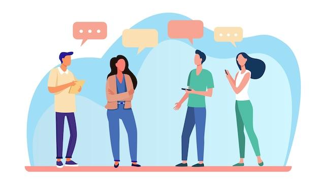 Молодые люди стоят и разговаривают друг с другом. речи пузырь, смартфон, девушка плоские векторные иллюстрации. общение и обсуждение