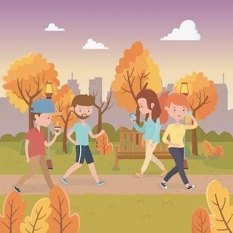 Молодые люди гуляют в парке персонажей