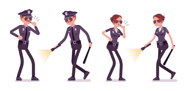 조사하는 젊은 경찰관