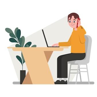 Молодой программист бизнесмен-фрилансер, работающий за столом с ноутбуком