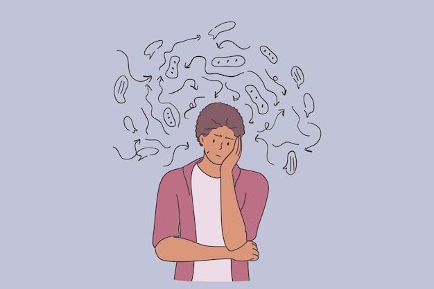 우울증 문제로 피곤하고 지루해 보이는 생각을 통해 서있는 젊은 슬픈 불행한 아프리카 계 미국인 남자