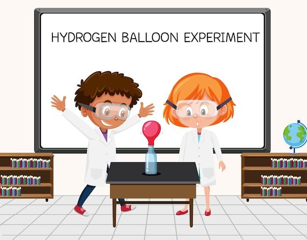 実験室のボードの前で水素気球実験をしている若い科学者
