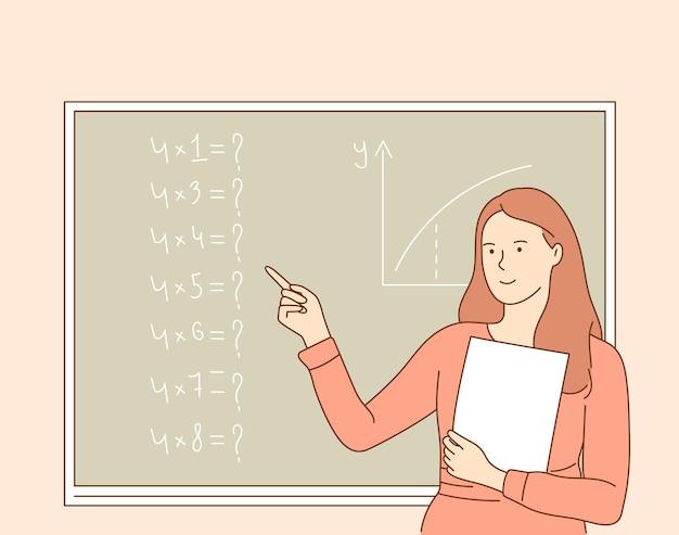 Молодой улыбающийся учитель школы или колледжа, профессор, преподающий математику.