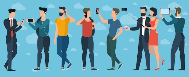 Молодые модные люди с мобильными телефонами и гаджетами. толстый подросток дизайна, студенты, девушки и женщины, мальчики и мужчины болтают, общаются, делают селфи.
