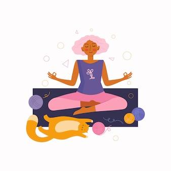 Молодая женщина и забавный рыжий кот проводят время вместе дома, занимаясь йогой. проводить время дома. женщина сидит в позе лотоса и медитирует.