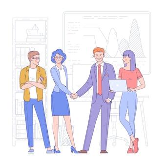 Молодая женщина и мужчина, пожимая руки в офисе. деловая встреча, сделка или соглашение, партнерство или сотрудничество.
