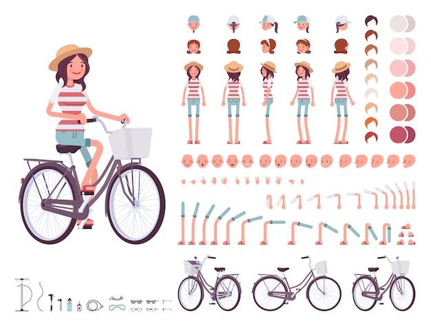 Молодая женщина на велосипеде по городу