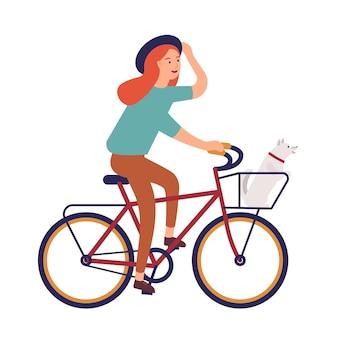 Молодая женщина, одетая в повседневную одежду, езда на велосипеде.