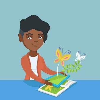 책 위에 태블릿 컴퓨터를 들고 젊은 여자