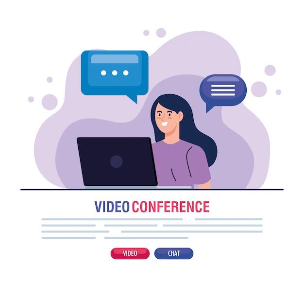 Молодая женщина в видео конференции в ноутбуке