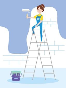 롤러와 양동이 그림 리모델링 사다리 벽 페인트에 젊은 여자