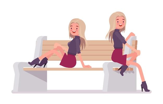 若い女性がベンチでポーズします。ミレニアルガールに座って、膝のスカートの上にトレンディなジャケットを着た魅力的なブロンドの女性、ヒールのアンクルブーツ、若者の都会的なファッション。スタイル漫画イラスト