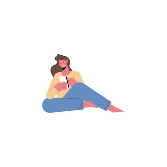 Молодая женщина, сидящая с помощью смартфона