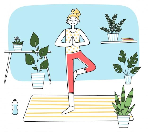 Молодая женщина, стоя в спокойной позе йоги