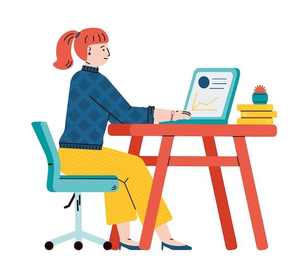 Молодая студентка или подросток получает образование удаленно онлайн