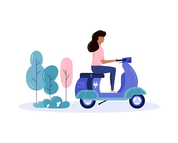 若い女性が歩いて、公共の公園でエコ都市交通を運転します。個人用電気輸送、グリーンエレクトロスクーター、ジャイロスクーター。白で隔離される生態学的な乗り物