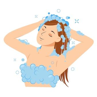 Молодая женщина, мытье головы с шампунем в ванной комнате. девушка в душе. обычная гигиеническая процедура.