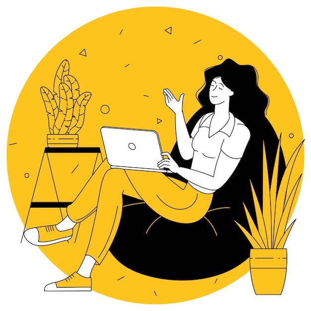Молодая женщина с ноутбуком на диване