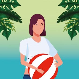 ビーチバルーンアイコンを持つ若い女