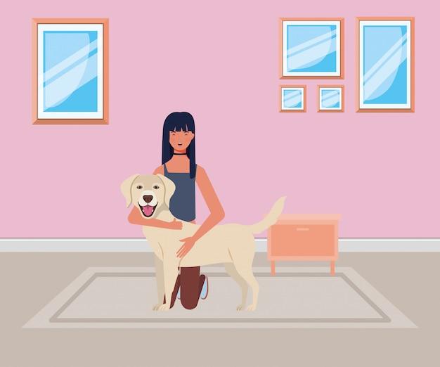 Молодая женщина с милой собакой в комнате дома